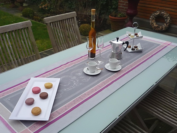 Tischläufer Jacquard Baumwolle grau rosa 50x160 cm Granier gris rosé aus Frankreich Provence Teflon