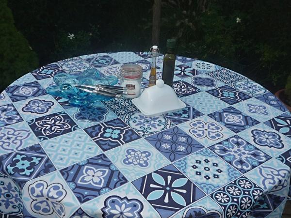 Französischer Landhaus-Stil - Pflegeleichte Tischdecke blau-weiße Karos