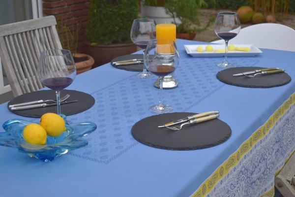 "Gute Aussichten in Blau! – Edle Jacquard-Tischdecke ""Lunel"" bleu"
