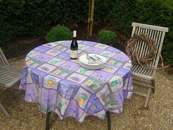 Charmante Karos laden ein! – Lavendel-Tischdecke in erfrischendem Lila