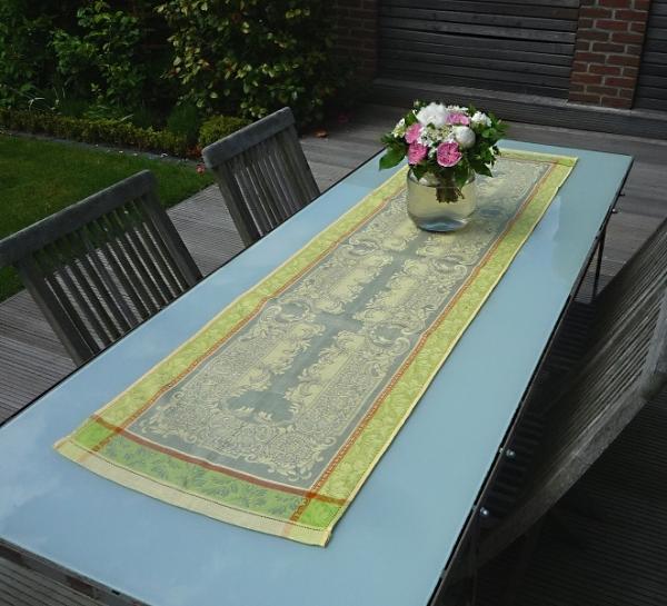 Hellgrün und Grau – passt! – Glanzvoller Leinen-Tischläufer Chevallier gris vert