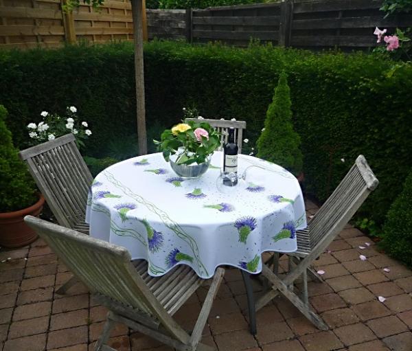 Lavendel in Hülle und Fülle! – Weiße Tischdecke mit Lavendel