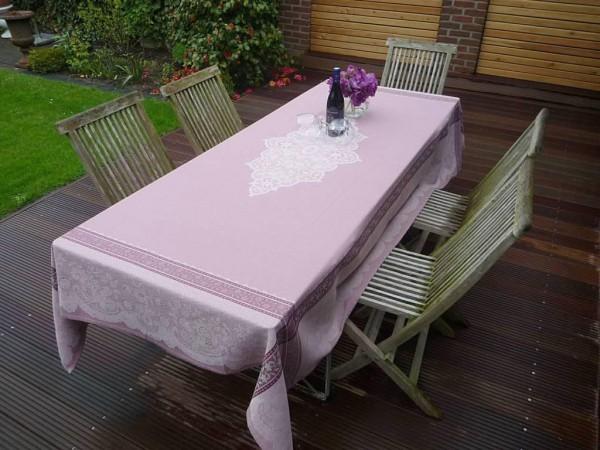 Klassik-Look und ein bisschen verspiet: Jacquard-Tischdecke Chavanne rosé