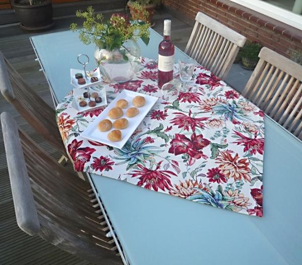 Blüten überall! – Edle Gobelin-Tischdecke Mabelle