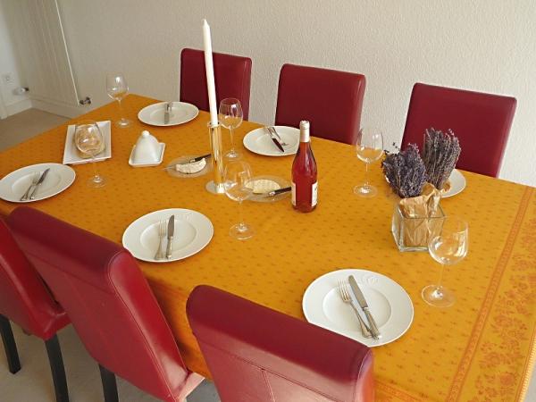 Strahlendes Gelb: Jacquard Tischdecke Cigale jaune