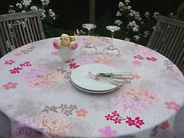 Flower-Hoops! – Fleckabweisende Tischdecke in zarten Pastelltönen