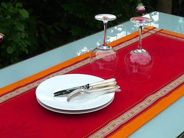 Flirt mit dem Süden… - Brillanter Jacquard-Tischläufer Valence rouge