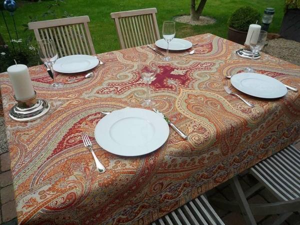 Verliebt in Paisley-Muster - Hochwertige Jacquard-Tischdecke in Terrakotta