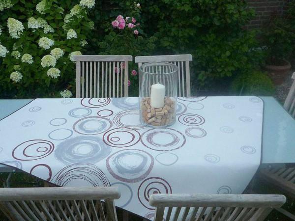 Faible für Rundes! – Strahlende Tischdecke in Cremeweiß mit hübschen Kringeln