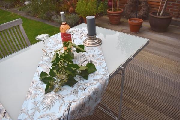 Ein Stilleben à la francaise! – Edler Tischläufer Boulogne in Bleu