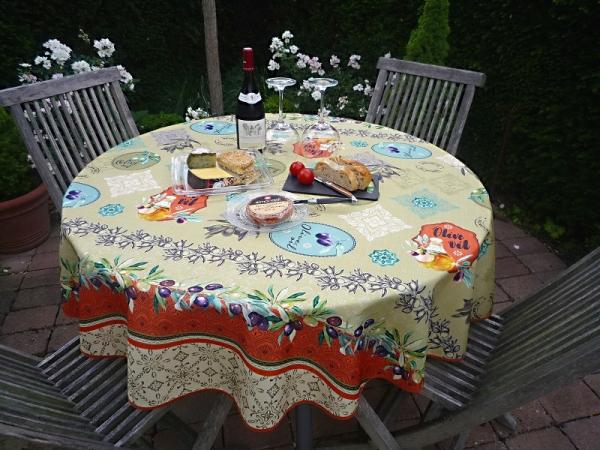 Sommerflair! – Erfrischend olivgrüne pflegeleichte Tischdecke