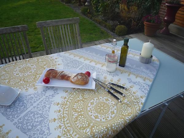 Tischdecke 100x150 cm weiß gold Ornamentmotiv aus Frankreich Provence bügelfrei