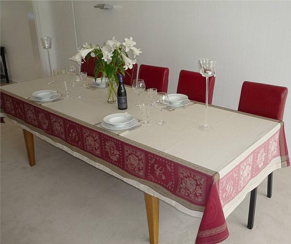 Glanzvoll und luxeriöse Jacquard Tischdecke Marseille rouge in Creme- und Rottönen