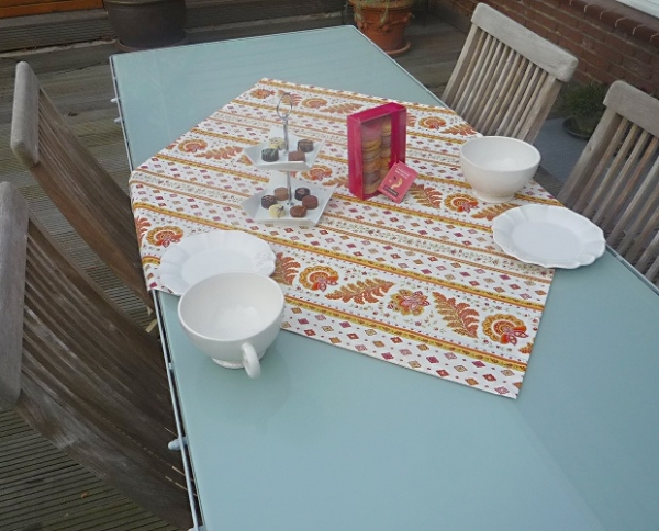 Terrakotta und Weiß ein Mix aus Sonne und Wärme!... – Mediterrane Tischdecke aus Baumwolle Vilaine