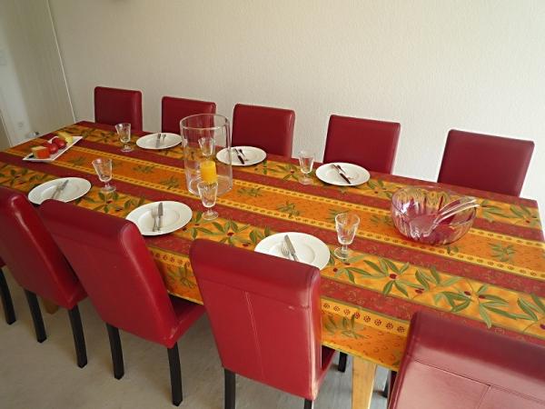 Oh, wie das leuchtet! – Leuchtende Tischdecke in Terrakotta, Rot und Sonnengelb