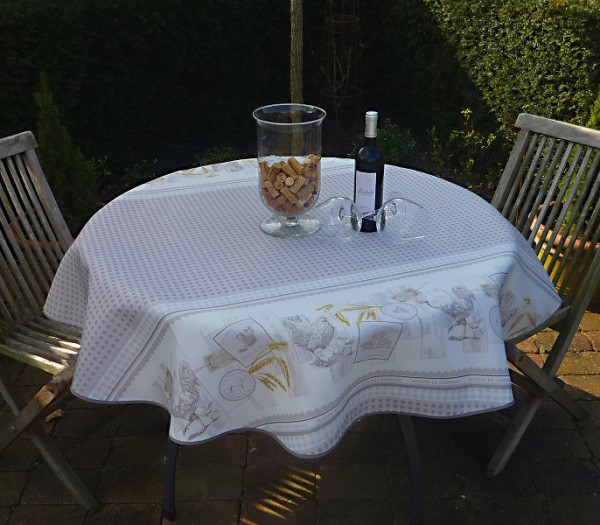 Ländlicher Charme – Pflegeleichte Tischdecke in taupe-weiß mit niedlichen Hühnern