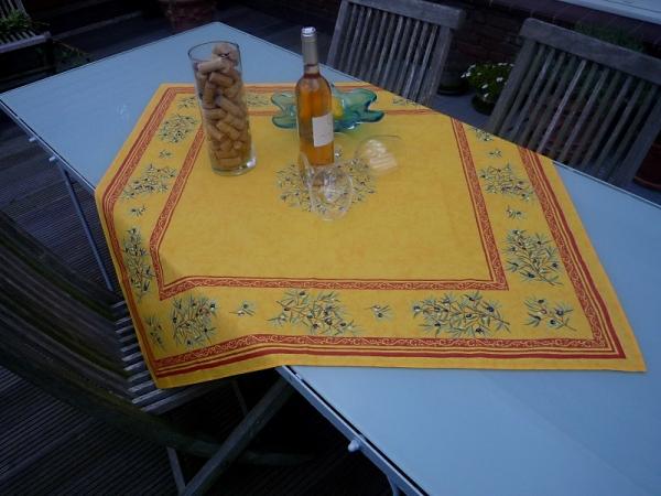 Treffpunkt Süden! – Oliven-Tischdecke Jules in leuchtendem Gelb