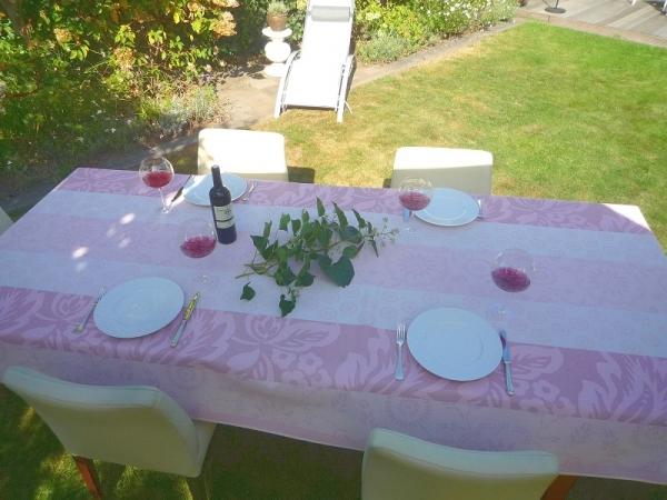 Liaison in Rosé! – Bügelfreie Tischdecke in Rosé-Tönen