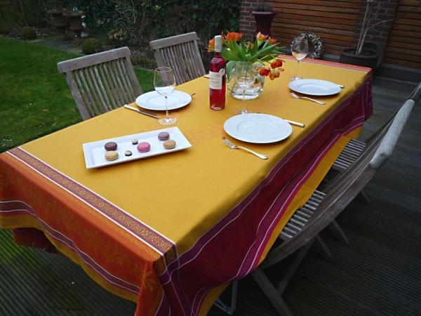 Lebendige Farben: Tischdecke Cannes jaune/sonnengelb aus Baumwolle