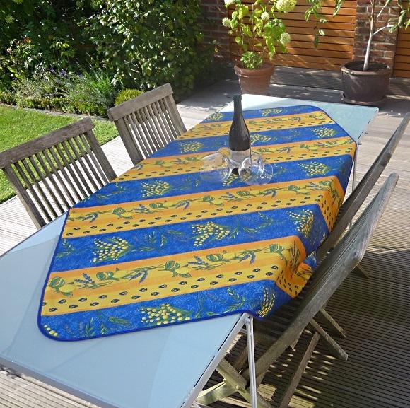 Sommerliches Flair! – Luftig-frische Tischdecke in Blau-gelb mit Zitronen und Mimosen
