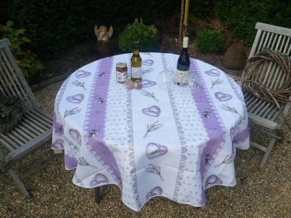 Herziges! – Verträumte Tischdecke in zartem Cremeweiß und süßen Verführungen