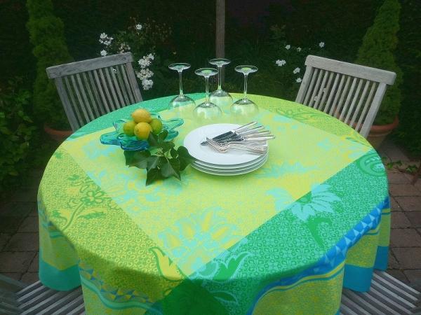Farbe tanken! – Erfrischende Jacquard-Tischdecke Marville Vert in Grün, Gelb, Blau und türkis