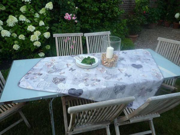 Romantische Liaison - Entzückende Tischdecke mit herzlichem Allerlei