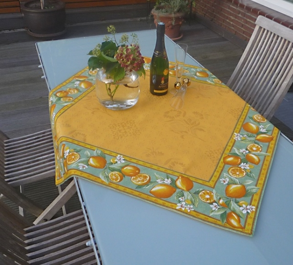 Tischdecke Jacquard gelb DeLuxe 100x100 cm jaune Citroniers vert Matelassé aus Frankreich Provence
