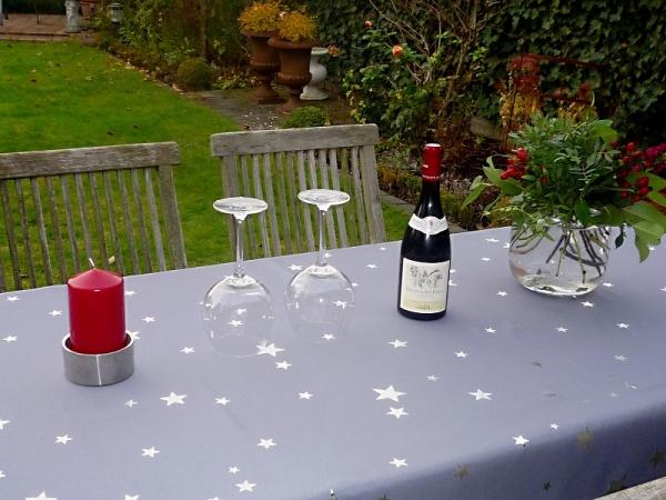Sternstunden! – Kräftig graue Tischdecke mit glitzernden Sternen