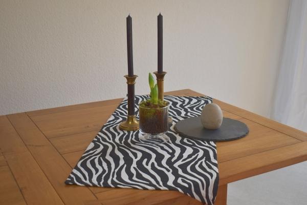 """Mustersafari! – Tischläufer """"Daola"""" in schwarz-weiß"""