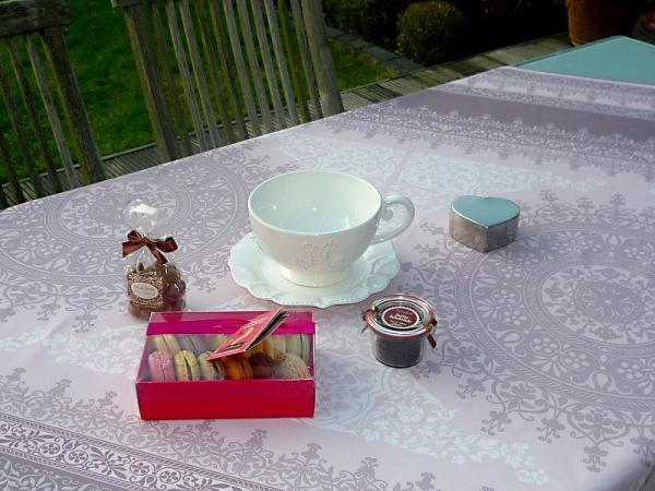 Stilvoll tafeln… - Edle Tischdecke in Taupe und Rosé