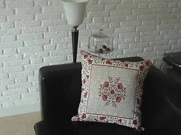 Kissenhülle Jacquard Gobelin creme rot 45x45 cm Filigran rouge aus Frankreich Provence