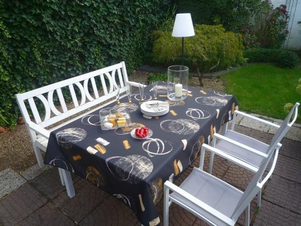 Wir sehen schwarz...! – Bügelfreie Tischdecke in stylischem Design
