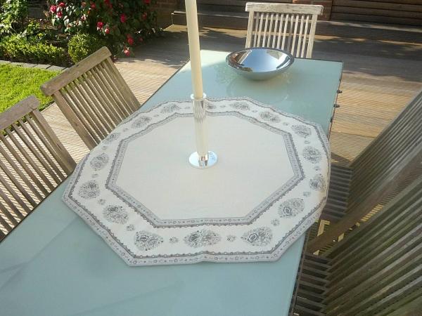Tischdecke Jacquard ecru DeLuxe 90 cm achteckig Rose gris Matelassé aus Frankreich