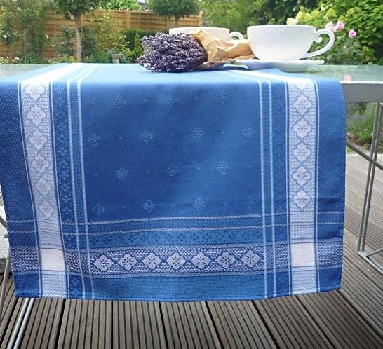 Blau, einfach himmlisch – Feiner Tischläufer Emile in strahlendem Blau 3