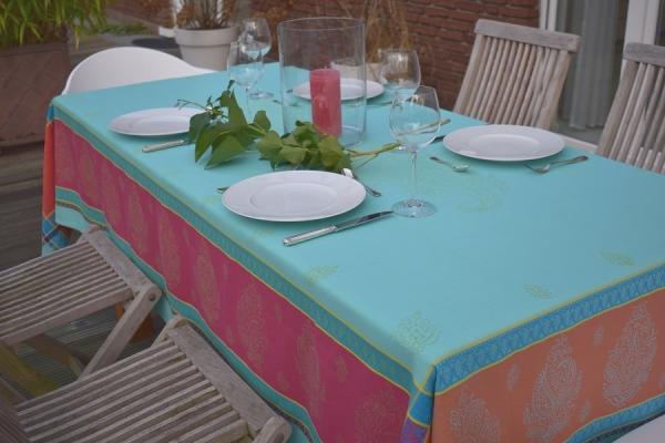 Knallig macht individuell! – Farbenfrohe Jacquard-Tischdecke Gerome in Türkis, Pink, Orange, Gelb