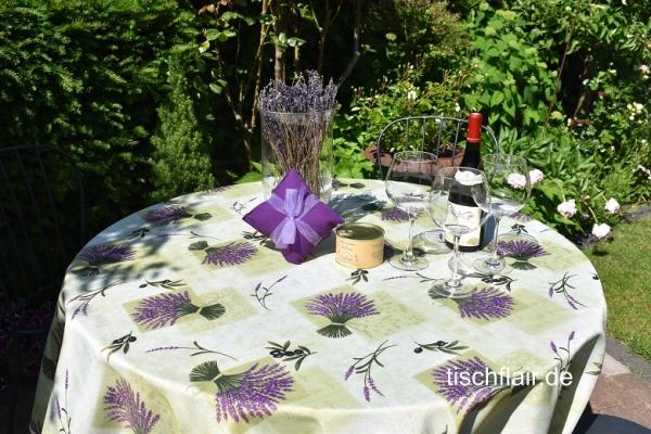 Lavendel hat immer Saison! – Bügelfreie Tischdecke in Pistaziengrün mit Lavendelsträußchen