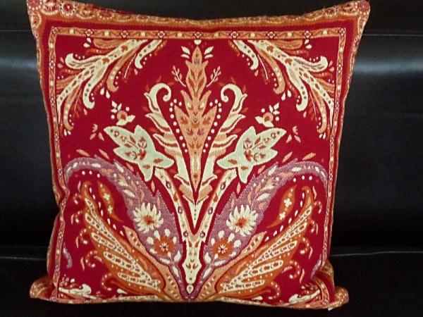 Paisley – ein vielgeliebtes Motiv... - Leuchtend rote Gobelin-Kissenhülle Gilles