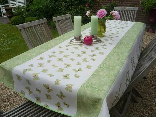 Frühlingsfrisch: Tischdecke mit grünen Schmetterlingen