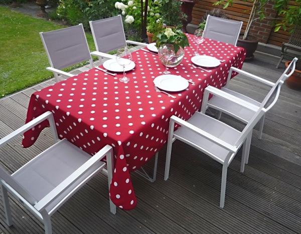 Getupft – Rote Tischdecke mit feinen weißen Tupfen 2