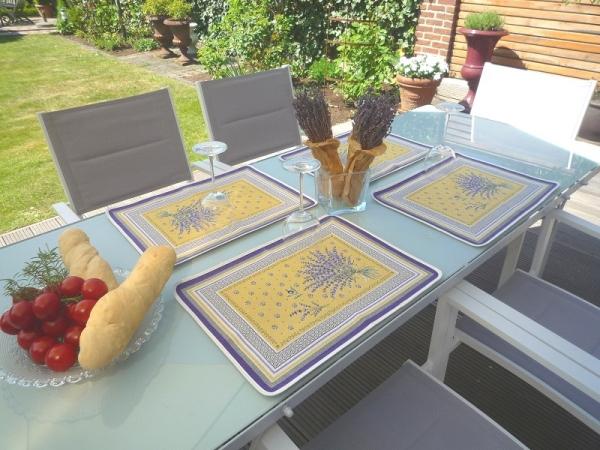 Lavendel – ein sonniger Klassiker! – Jacquard Tischset Grimaud Jaune
