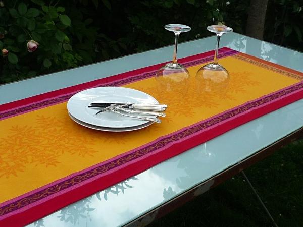 Frischekick! – Farbenfroher Jacquard-Tischläufer Menton jaune-gelb