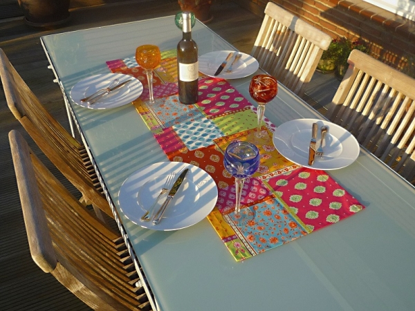 Herrlich knallig! – Knallbunter Baumwoll-Tischläufer Rochette