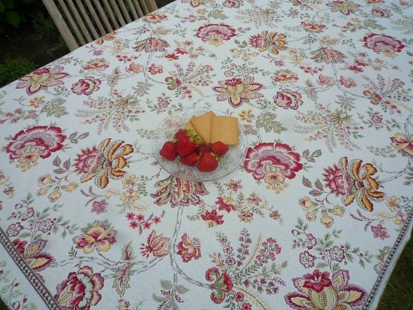 Blütenträume - Feine Gobelin-Tischdecke Gardanne in Creme Gelb Rot